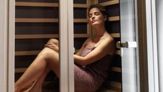 Phụ nữ mê sự nghiệp nên mua phòng xông hơi hồng ngoại